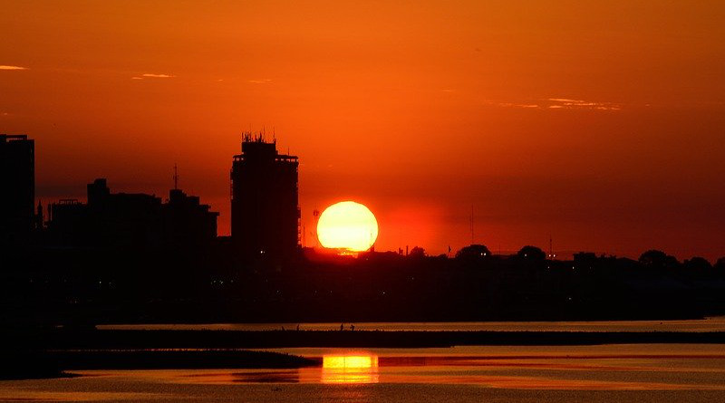 Paraguay Glow Red Color Cbd Riverside Horizon Scenery