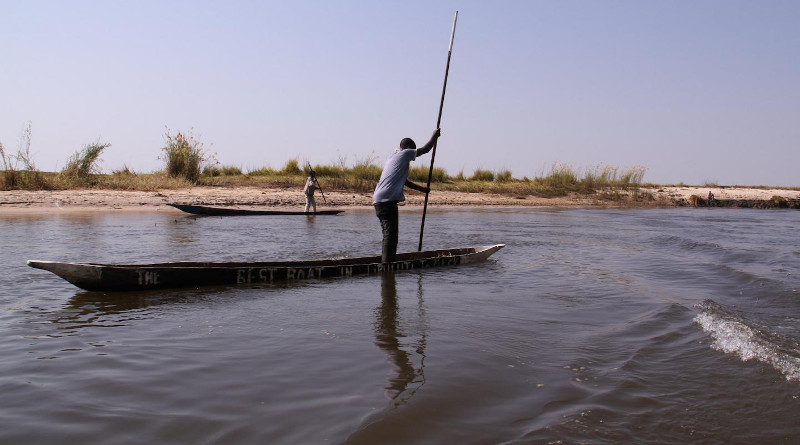 The study suggests several differences between how men and women access their ecosystems: for example, women go to shallower river areas for smaller fish. CREDIT: Bioversity International/E.Hermanowicz