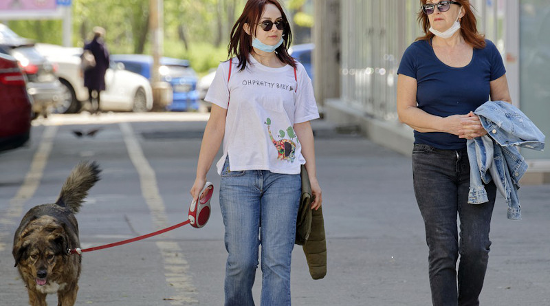 Coronavirus mask covid-19 People Women Dog Animal Pet Leash Going