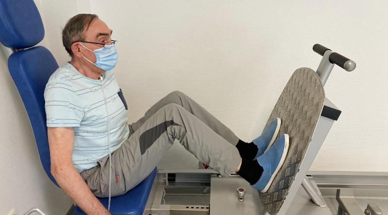 COVID-19 patient undergoing muscle training for rehabilitation CREDIT: Pulmonary rehabilita@on centre Dieulefit Santé