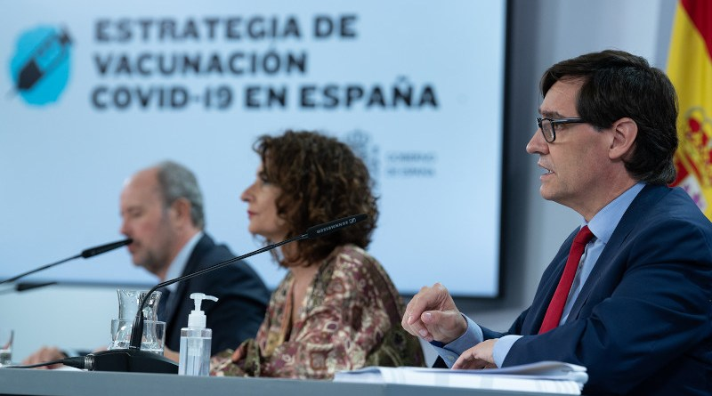 """Spain's Minister for Health, Salvador Illa, presents the Council of Ministers with the """"COVID-19 Vaccination Strategy in Spain"""". Photo Credit: Pool Moncloa/Borja Puig de la Bellacasa"""