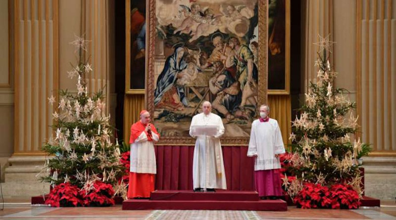 Pope Francis gives his Christmas 'Urbi et Orbi' blessing Dec. 25, 2020. Credit: Vatican Media / CNA