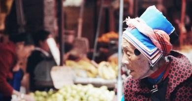 China Elderly Woman Market Seller