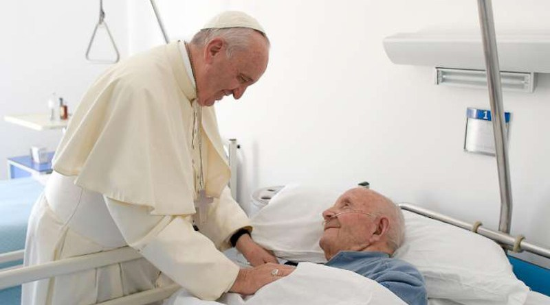 Pope Francis visits the San Raffaele Borona assisted living home in Rieti, Italy Oct. 4, 2016. Credit: Vatican Media/CNA