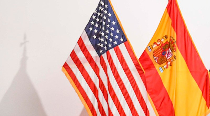 Flags of Spain and the United States at the Naval Station in Rota, Spain. Photo: Foto: Commander, U.S. Naval Forces Europe-Africa/U.S. 6th Fleet (Public domain)