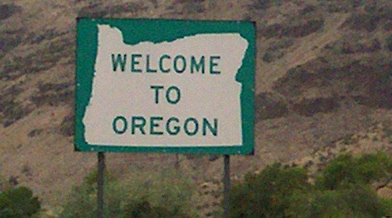 Welcome to Oregon sign. Photo Credit: Staplegunther, Wikipedia Commons