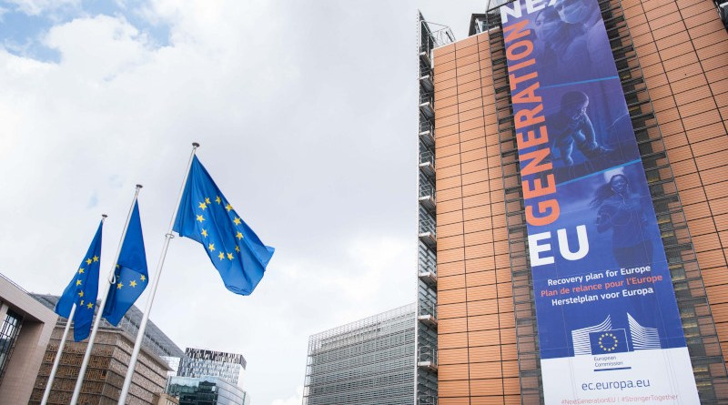 Banner of the Recovery Plan for Europe (Next Generation EU) on the front of the Berlaymont building. Photo: Aurore Martignoni – EC Audiovisual Service / © European Union, 2020