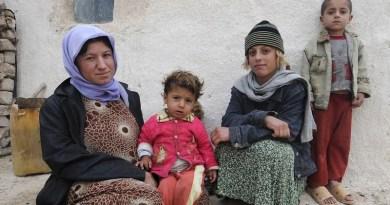 raq Iraqi Family Woman Mother Children Girls