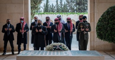 HM King Abdullah II, HRH Crown Prince Al Hussein, and Princes El Hassan bin Talal, Feisal bin Al Hussein, Ali bin Al Hussein, Hamzah bin Al Hussein, and other members of the royal family visit tomb of the late King Abdullah I. (Courtesy: Jordan Royal court)
