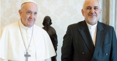 Pope Francis with Iranian Foreign Minister Mohammad Javad Zarif. Photo Credit: Tasnim News Agency