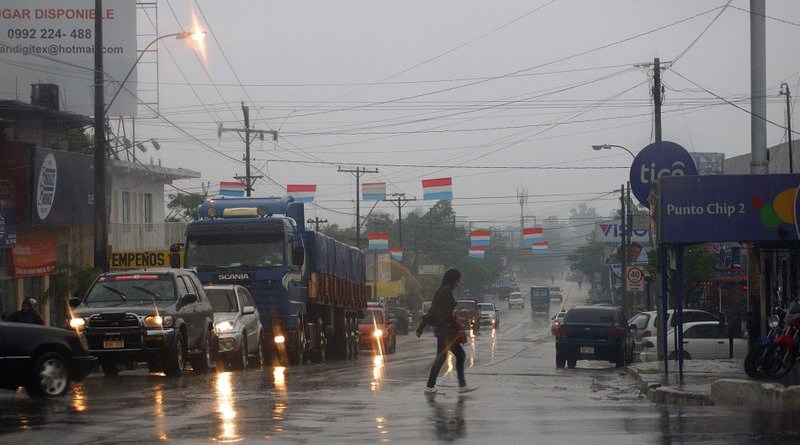 Road Rain Auto Woman Advertising Paraguay