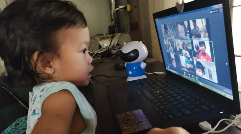 A young learner attends an online class in the Philippines. Copyright: Minette Rimando/ILO, (CC BY-NC-ND 2.0). This image has been cropped.