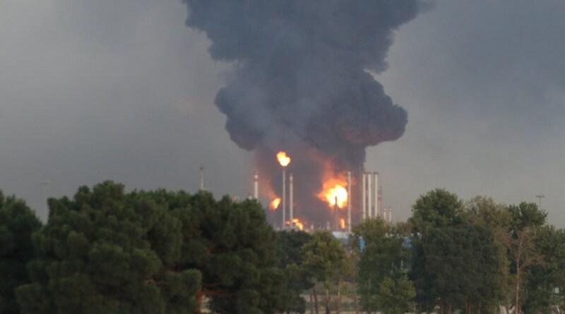 Fire in Shahid Tondgooyan Petrochemical Company. Photo Credit: Hamid Abouhamzeh / Mehr News Agency