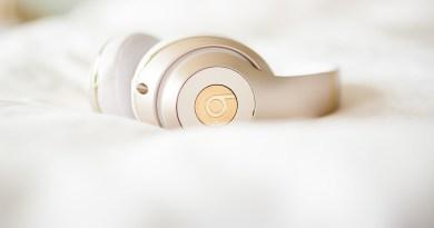 Headphones Headset Music White Speaker Bed