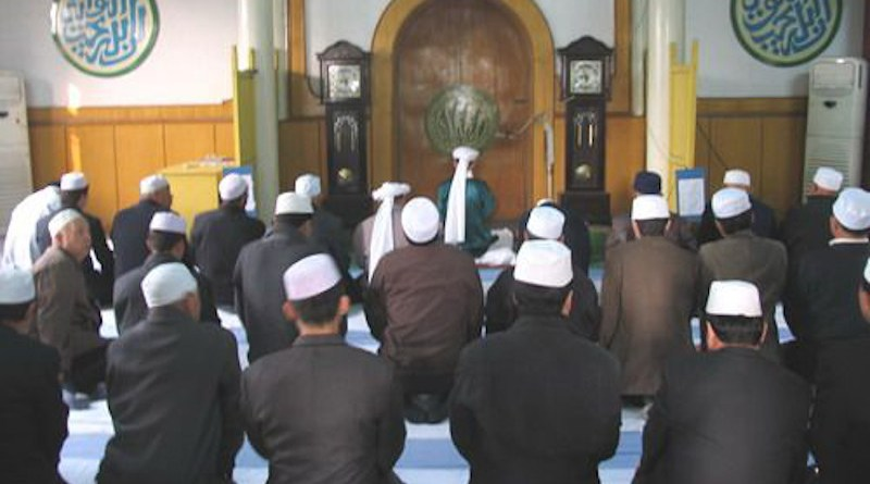 Hui Muslims praying in a mosque in China. Photo Credit: Hijau, Wikipedia Commons