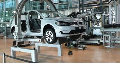 Volkswagen's Gläserne Manufaktur in Dresden. Photo Credit: Rainerhaufe, Wikipedia Commons