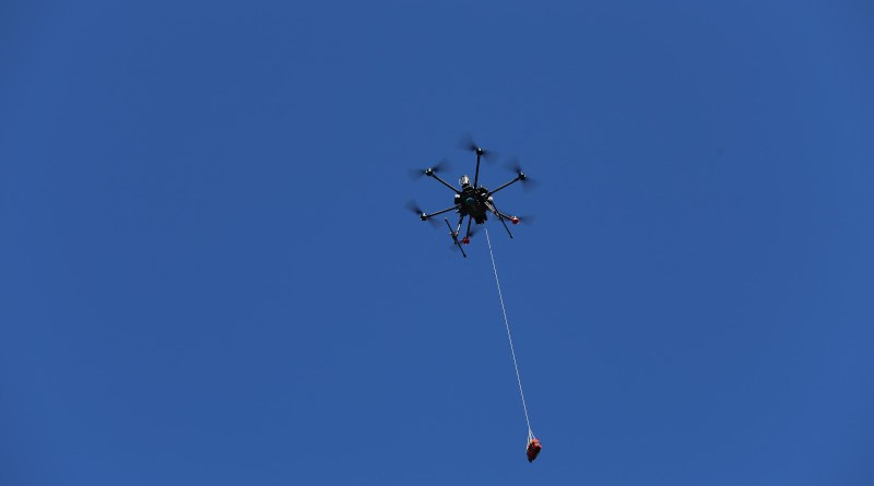 Drone delivers defibrillator in response to an alert of suspected cardiac arrest. Credit: Andreas Claesson.
