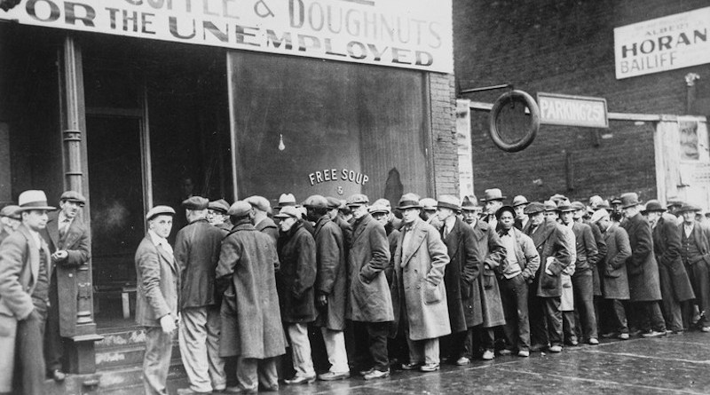 Unemployed men queued outside a depression soup kitchen opened in Chicago by Al Capone, 1931. Credit: Wikipedia Commons
