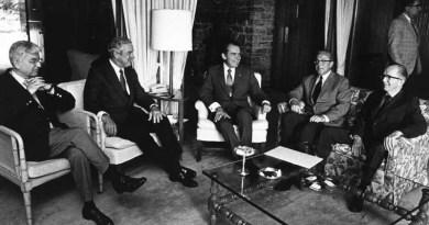 US President Richard Nixon in Economic Policy Meeting (Photo: Courtesy of the Richard Nixon Library)