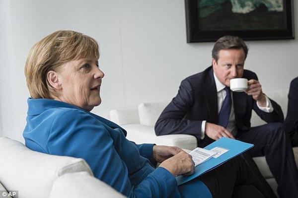 000a Merkel-006 treaty.jpg