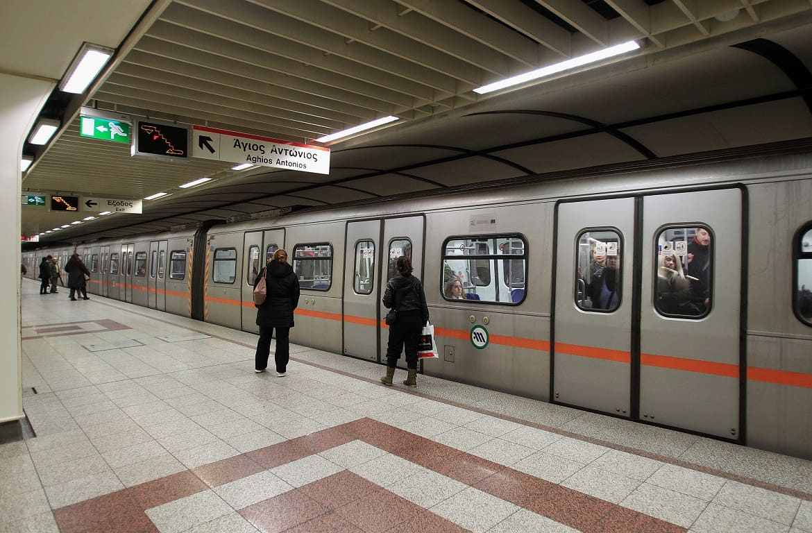 Navigating in Athens and the suburbs with public transportation