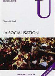 Dans le cadre d'un TPE sur la socialisation différentielle, comment le milieu de vie influence-t-il l'identité sociale d'un individu ?