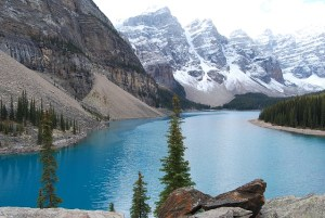photo d'un lac des rocheuses canadiennes
