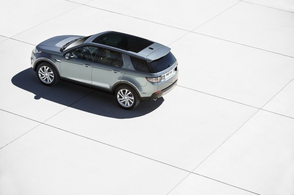 LR-Discovery-Sport-2