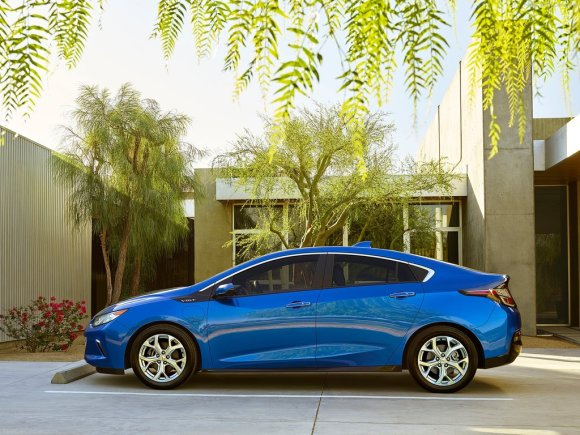 Chevrolet-Volt_2016_1024x768_wallpaper_03