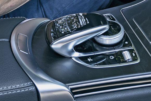 Mercedes-C-Klasse-Coup-2016-vs-Ford-Mustang-1200x800-04a3eee30486e5cb