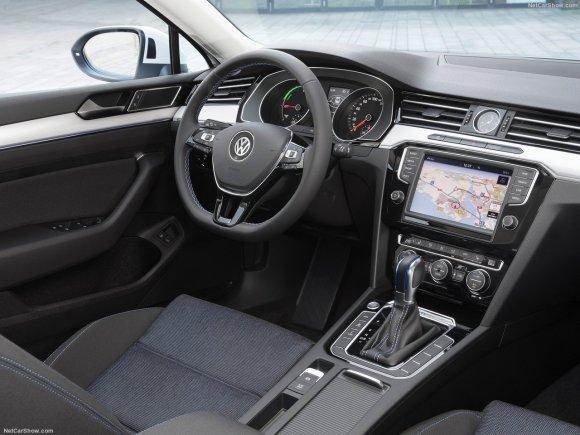 Volkswagen-Passat_GTE_2015_1280x960_wallpaper_24