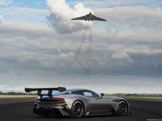 Aston_Martin-Vulcan_2016_1280x960_wallpaper_07