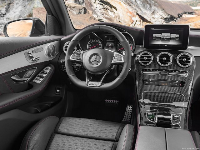 Mercedes-Benz-GLC43_AMG_4Matic_2017_1280x960_wallpaper_17