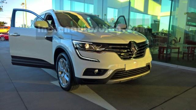 2016-Renault-Koleos-front-three-quarters-Australia