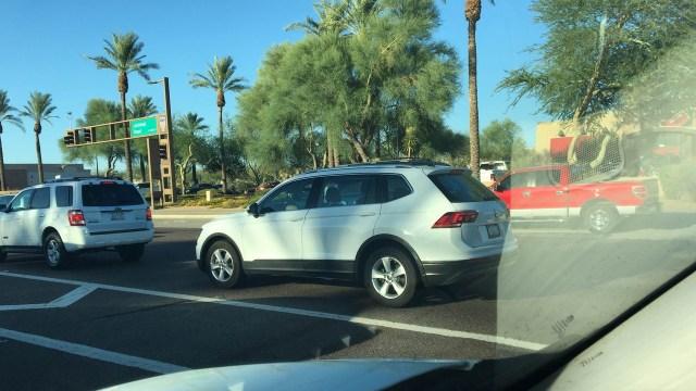 2016-VW-Tiguan-LWB-rear-three-quarters-left-side-spy-shot