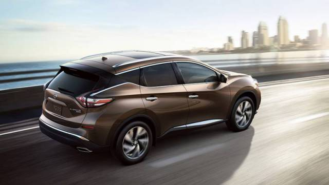 2017-Nissan-Murano-rear-view-java-metallic-color-alloy-wheels-and-taillights