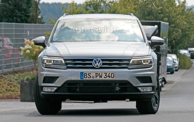 volkswagen-tiguan-lwb-spy-photos-01