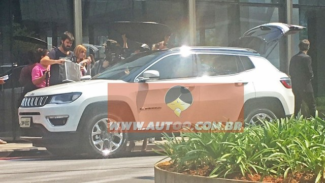 2017-jeep-compass-spy-photo-4