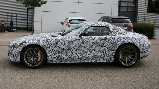mercedes-amg-gt-c-roadster-spy-photo-2