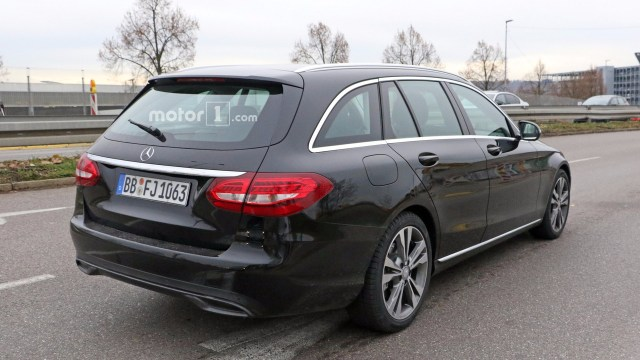 2018-mercedes-c-class-facelift-spy-photo-2