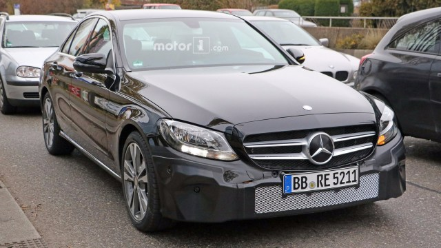 2018-mercedes-c-class-facelift-spy-photo-4