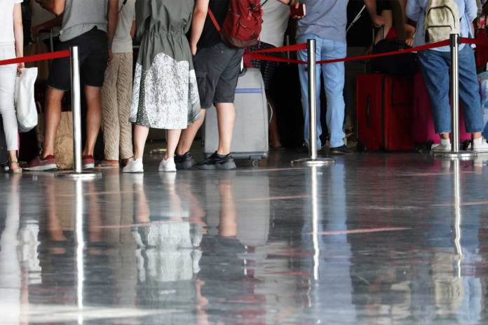 Visto de imigrantes em Portugal ficarão válidos até março de 2021