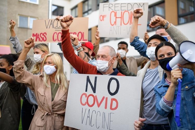 Vacinação contra Covid 19 na Europa protesto