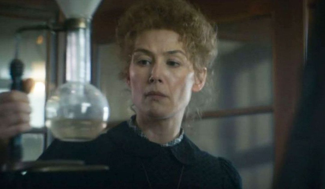 Estrenos 7D: Rosamund Pike da vida a Madame Curie, vuelve Miranda July y De Niro interpreta la comedia 'La guerra con mi abuelo'
