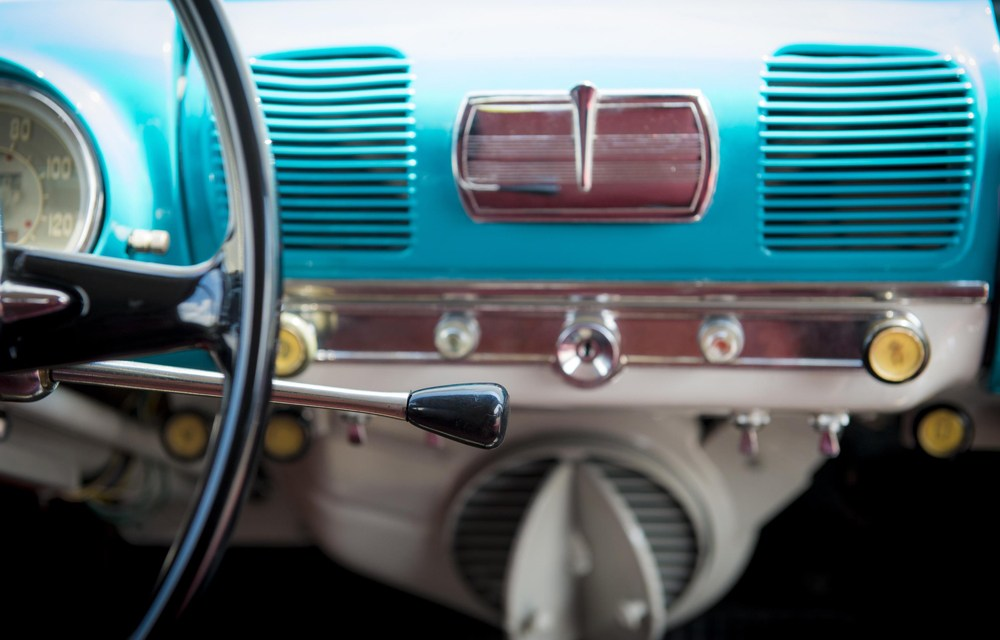 ¿Sabes cómo ha evolucionado la palanca de cambios en los coches?