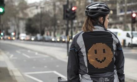 La innovadora chaqueta Emoji de Ford permite la comunicación entre ciclistas y conductores