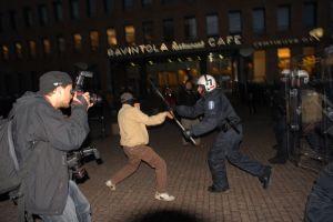 Pentikainen tomando fotografías durante la manifestación
