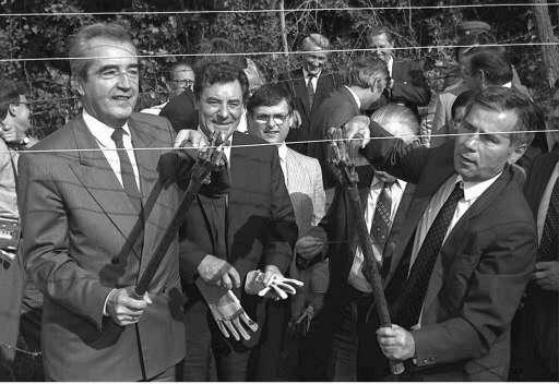 27 June 1989: The Foreign ministers of Austria, Alois Mock (L) and Hungary, Gyula Horn (R) cut through the barbed wire that separated the two countries