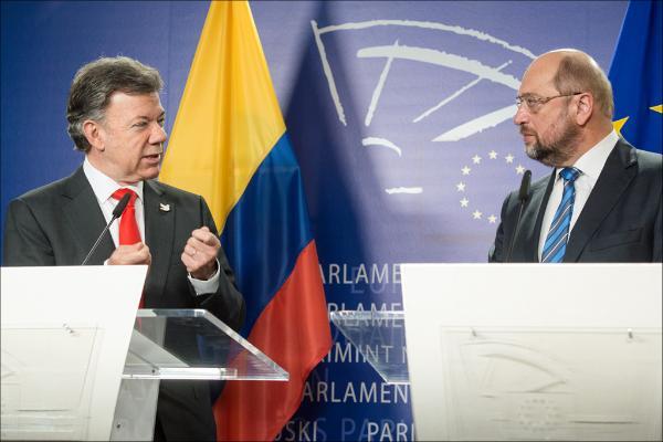Juan Manuel Santos Calderón, Presidente de Colombia, y el Presidente del Parlamento Europeo, Martin Schulz, durante la rueda de prensa.