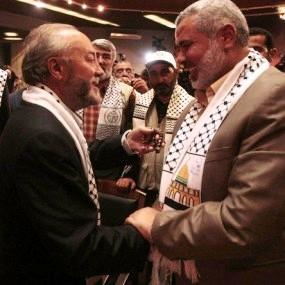 Galloway Haniyeh keffiyehs  Quand Malik Obama, le frère de Barack Obama, rejoignit le Hamas et déclara: «Jérusalem est à nous; nous arrivons»